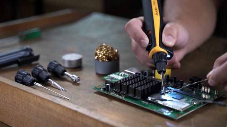 Using Pro-Iroda's PRO-25U Professional USB Powered Soldering Iron on Repairing Circuit Boards